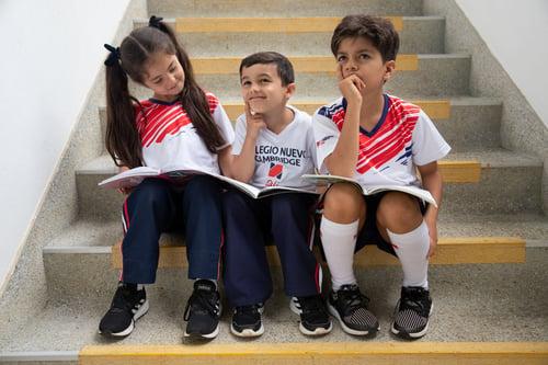 estudiantes primero pensando